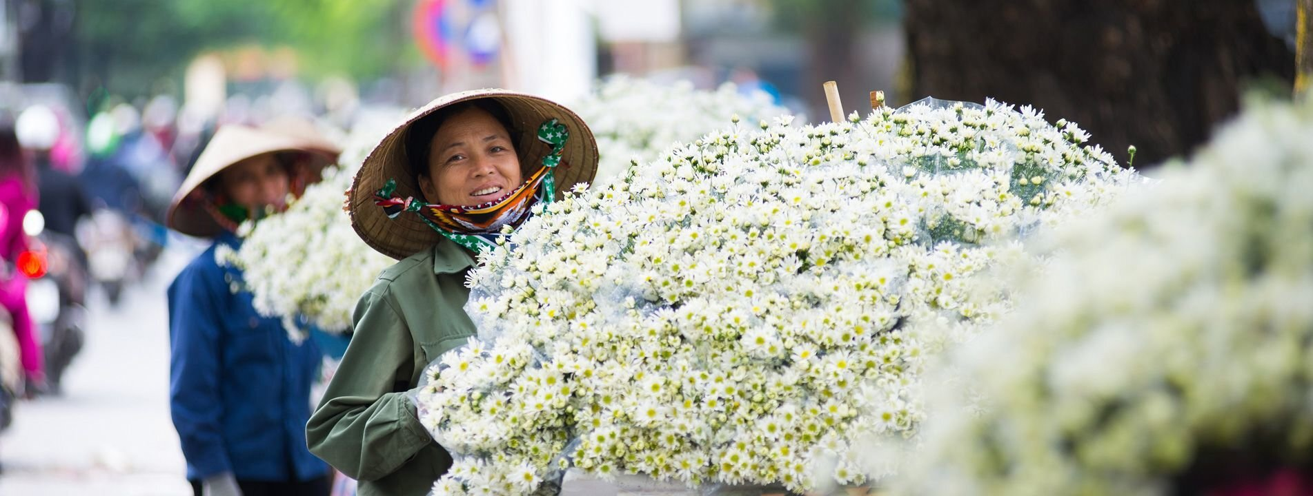 vietnam flower vendor